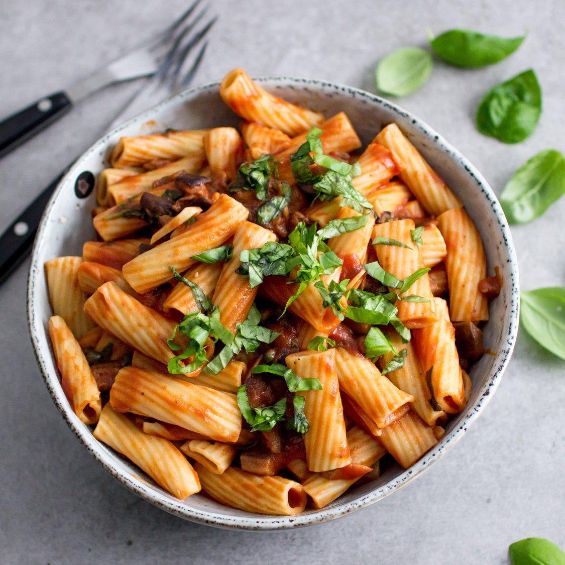 Rigatoni mit Tomaten-Aubergine-Soße