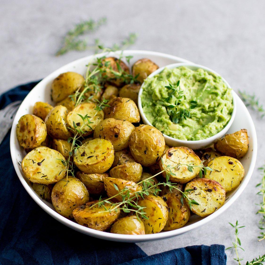 Kräuterkartoffel mit Avocadodip