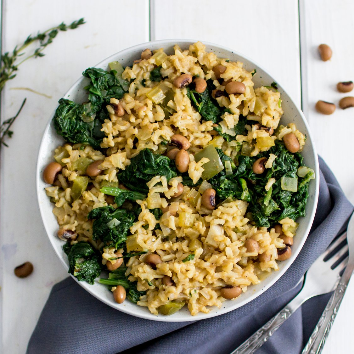 Brauner Reis mit Bohnen und Spinat