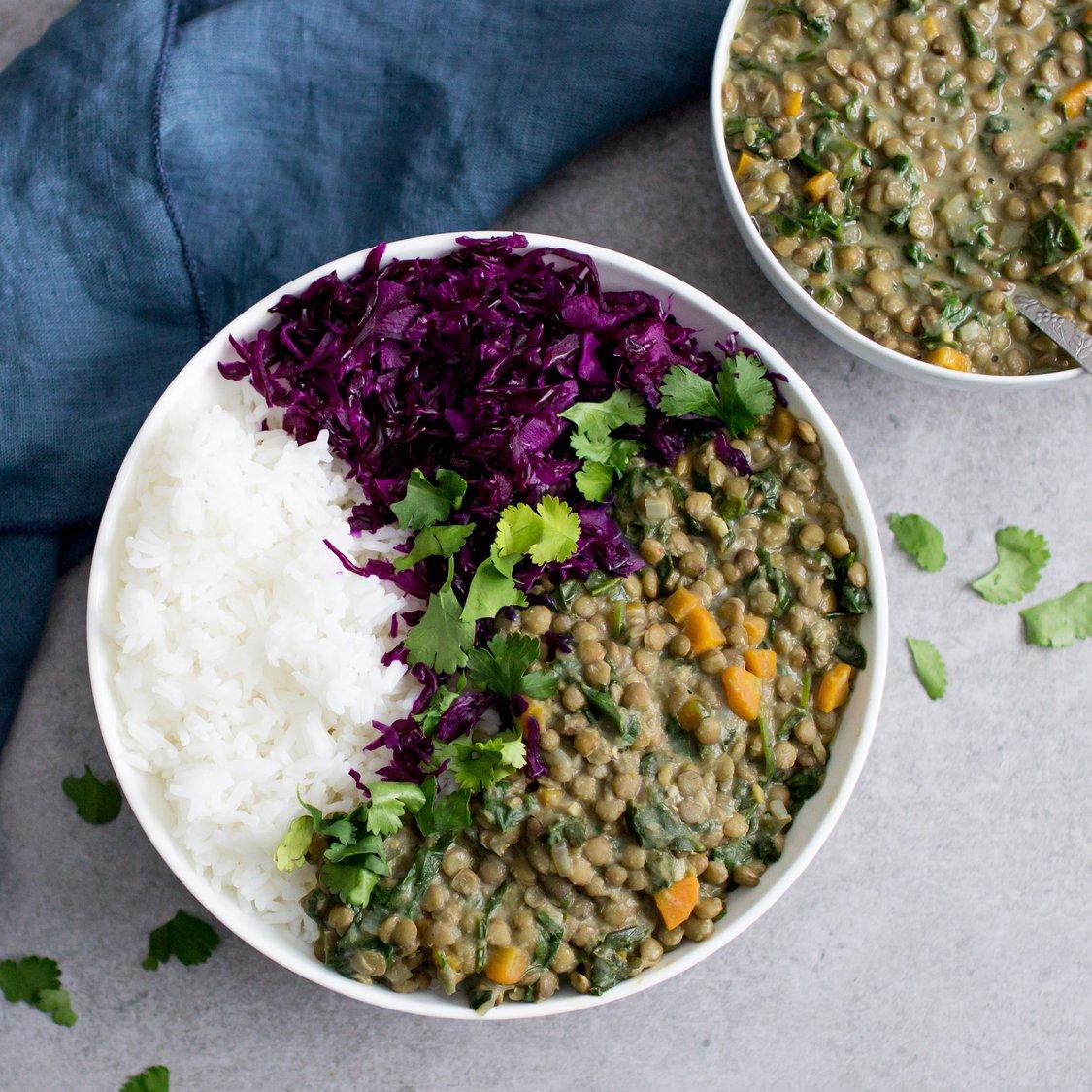 Scharfe grüne Linsen mit Rotkohlsalat