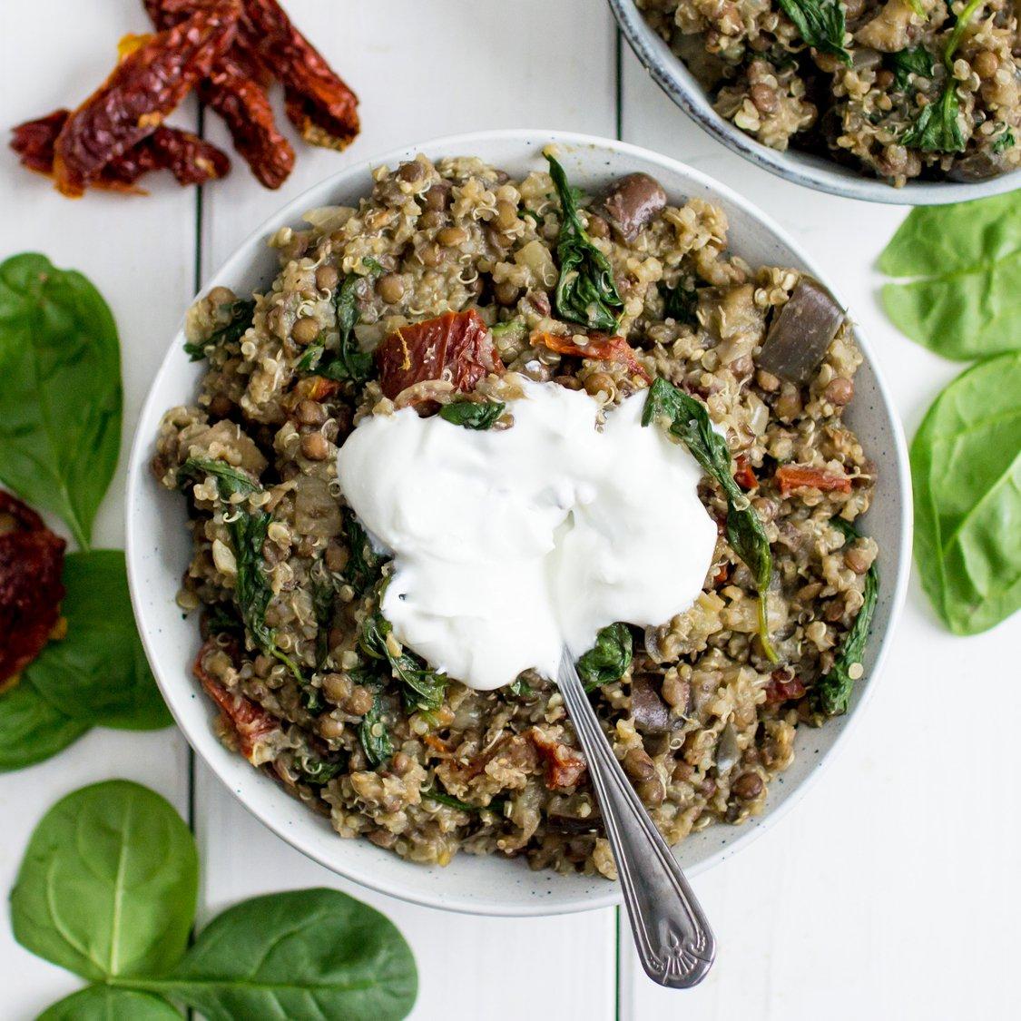 Quinoa mit Linsen und Aubergine