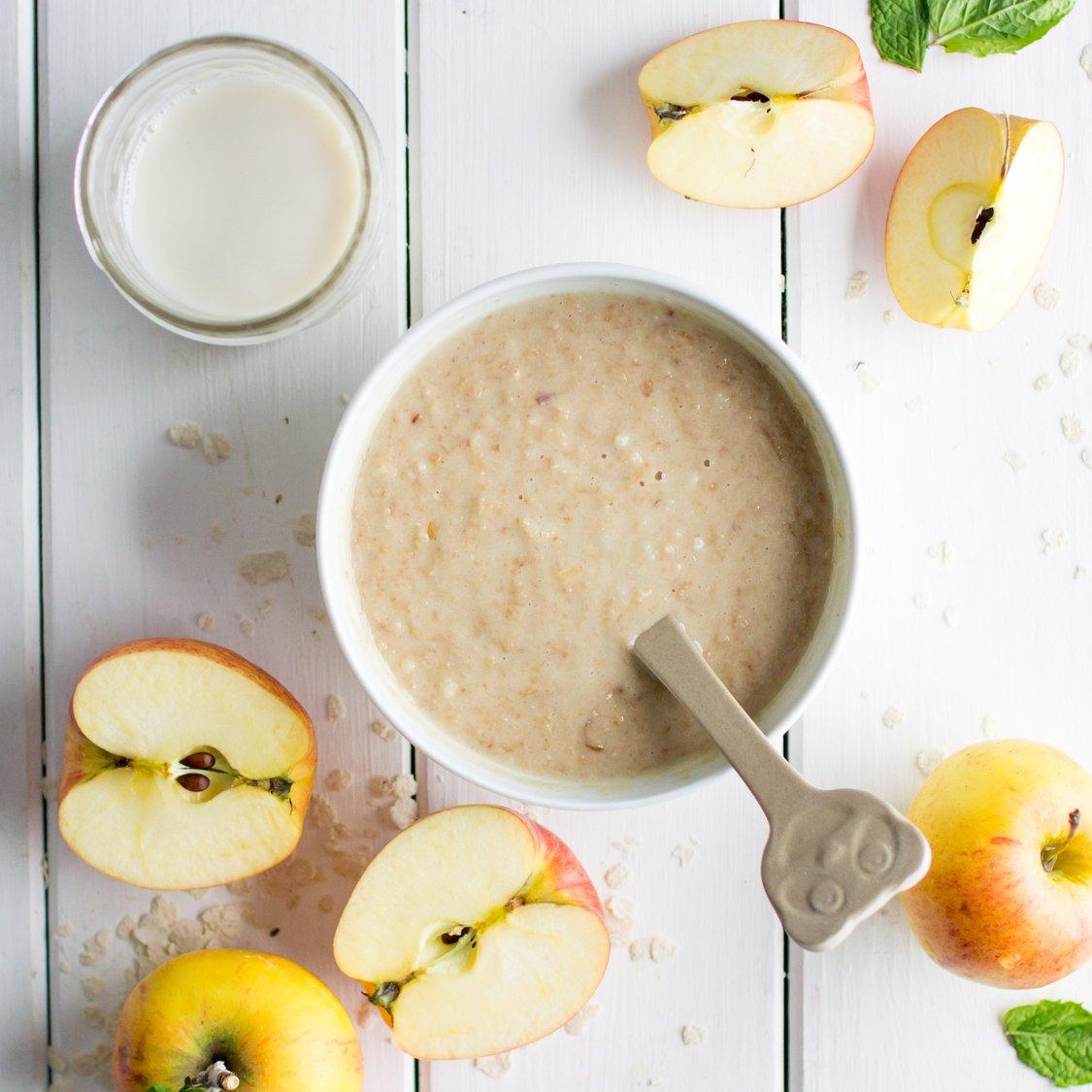 Milch-Getreide-Brei mit Apfel