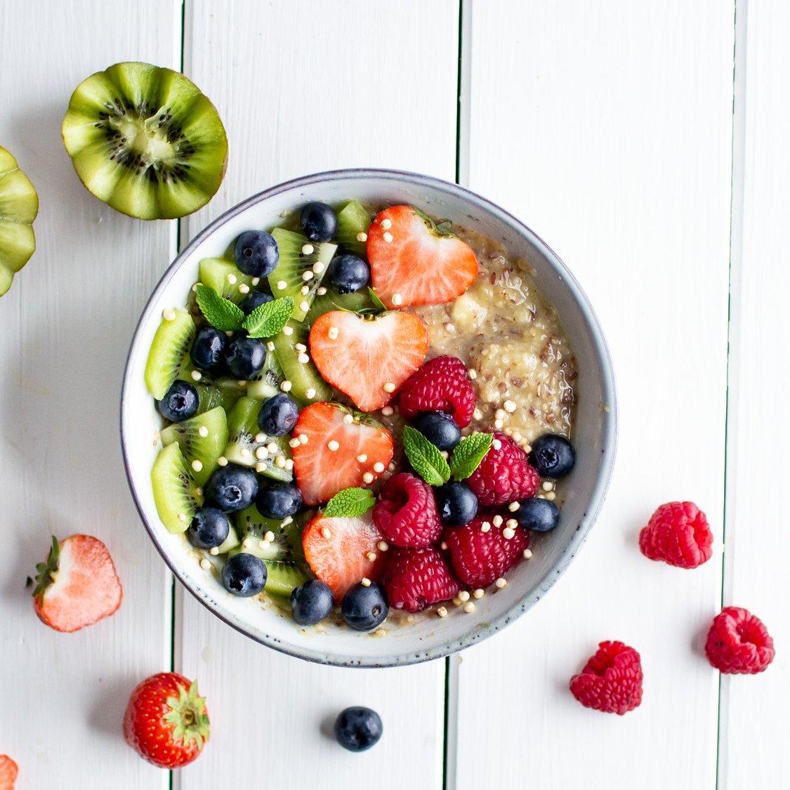 Obst-Bowl mit Leinsamen